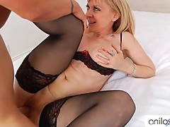 Cougar Nina Hartley gets pussy jizzed